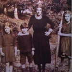 Dick with his mother and two sisters, shortly before they left Ireland. Despite being minor gentry, things had obviously got quite tough, as theyre wearing home-made clothes.