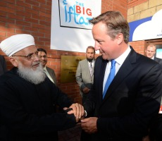 David Cameron meets  Allama Azmi, the chief Imam of North Manchester Jamia Mosque, during 2013 Big Iftar. Photo: Drshabbir.khan